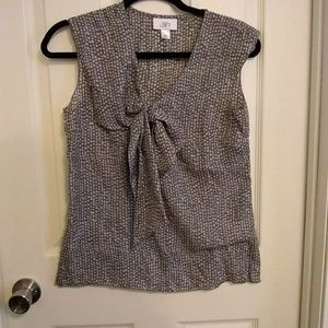 Loft Gray and white sleeveless blouse 🌟3 for 20🌟